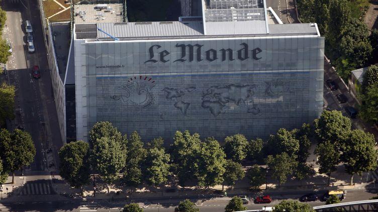 (La façade des locaux du journal Le Monde, à Paris © REUTERS/Charles Platiau)