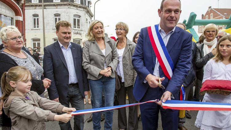 Le maire FN d'Hénin-Beaumont, Steeve Briois, participe, avec Marine Le Pen, à une inauguration, dans sa commune du Pas-de-Calais, le 14 septembre 2014. (PHILILPPE HUGUEN / AFP)