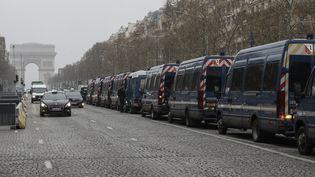 Sur l'avenue des Champs-Elysées, à Paris, le 23 mars 2019. (FRANCOIS GUILLOT / AFP)