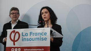 La tête de liste de La France insoumise, Manon Aubry, et le chef du parti, Jean-Luc Mélenchon, lors d'une conférence de presse, le 19 mai 2019 à Paris. (ZAKARIA ABDELKAFI / AFP)