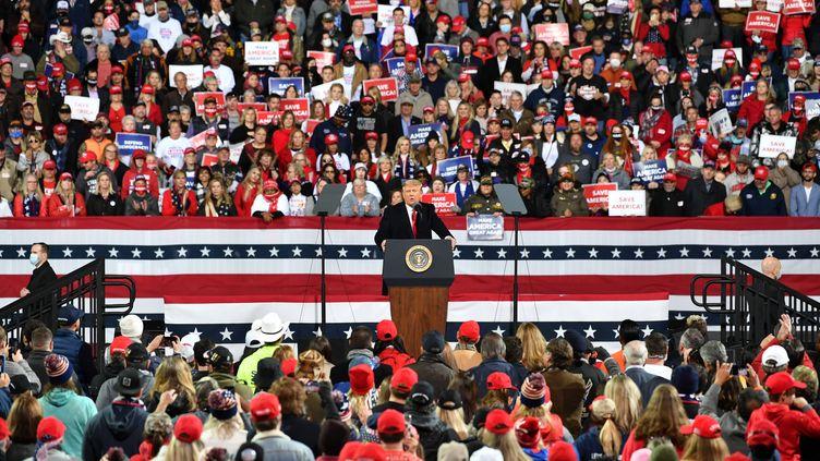 Le président Donald Trump lors de son meeting en Géorgie (Etats-Unis), le 5 décembre 2020. (PETER ZAY / ANADOLU AGENCY / AFP)
