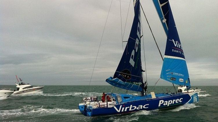 Le skipper Jean-Pierre Dick arrive aux Sables-d'Olonne (Vendée), le 4 février 2012. ( ELODIE SOULARD / FRANCE 3 PAYS-DE-LA-LOIRE)