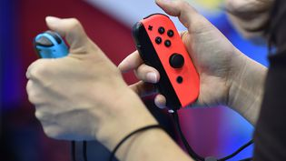 Les manettes de la console Switch de Nintendo. (KAZUHIRO NOGI / AFP)