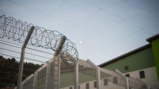 Le détenu injurié dans le tract du syndicat avait dû être transféré d'établissement. (BERTRAND LANGLOIS / AFP)