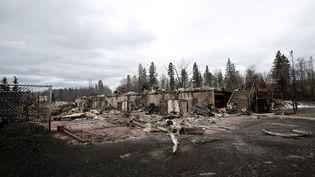 Une maison d'un quartier de Fort McMurray (Canada), entièrement détruite par les flammes, le 9 mai 2016. (CHRIS WATTIE / POOL / AFP)