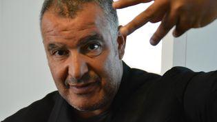 Magyd Cherfi dans les locaux de France Info. (Jean-Christophe Bourdillat / Radio France)
