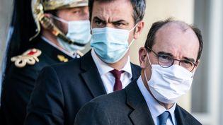 Jean castex, le Premier ministre et Olivier Véran, ministre de la Santé, le 18 novembre 2020. (XOS? BOUZAS / HANS LUCAS)