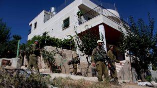 Des soldats israéliens recherchent les trois adolescents israéliens enlevés en Cisjordanie, le 27 juin 2014. (MAMOUN WAZWAZ / ANADOLU AGENCY)