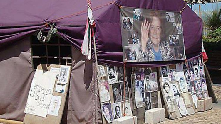 """A Beyrouth également, une """"tente"""" a été installée pour le sit-in des familles des Libanais disparus en Syrie durant la guerre civile de 1975-1990 et pour certains durant la période d'occupation syrienne qui a suivie. (DR)"""