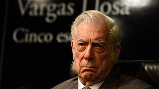 """Mario Vargas Llosa le 1er mars 2016 à Madrid pour la présentation de son roman """"Cinco esquinas"""" (""""Cinq coins de rue"""")  (Javier Soriano / AFP)"""