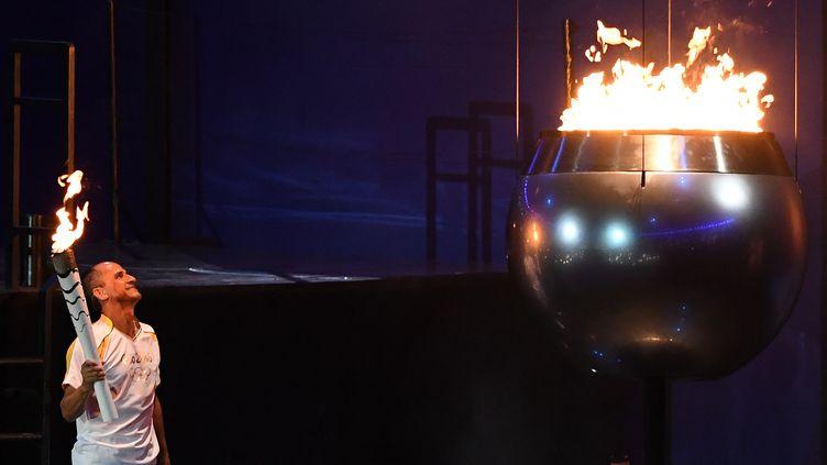 Vanderlei de Lima dernier porteur de la flamme olympique (KIRILL KUDRYAVTSEV / AFP)