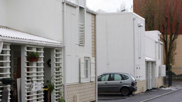 """Au Havre (Haute-Normandie), des """"maisons Borloo"""", le 26 novembre 2010. (KENZO TRIBOUILLARD / AFP)"""