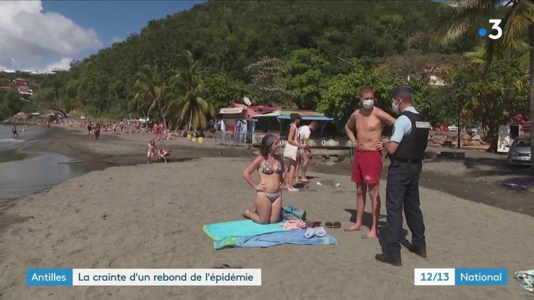 La crainte d'un rebond de l'épidémie de coronavirus se précise aux Antilles. En cause : les nombreux touristes venus en Guadeloupe et en Martinique pour les vacances de Noël. (France 3)