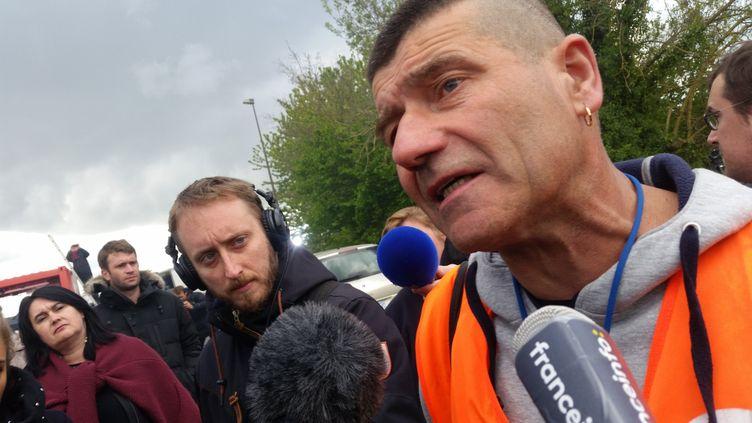 Patrice Sinoquet,représentant syndical de la CFDT et secrétaire du CHSCT de l'usine Whirlpool Amiens, mercredi 26 avril. (BENJAMIN ILLY / RADIO FRANCE)