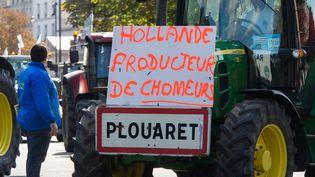 """Plusieurs slogans contre le président de la République dans la manifestation parisienne des agriculteurs le 3 septembre 2015 : """"Hollande producteur de chômeurs"""" (CITIZENSIDE/RICHARD HOLDING / AFP)"""