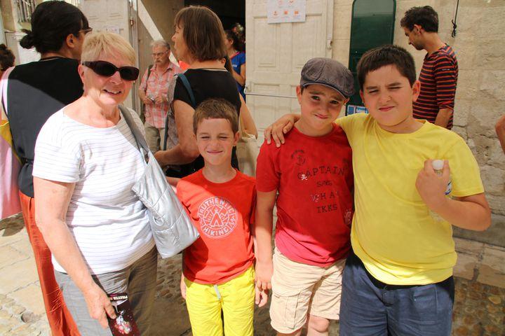 Rodrigue, Lazlo, Gabriel et leur grand-mère  (S.Jouve/Culturebox)