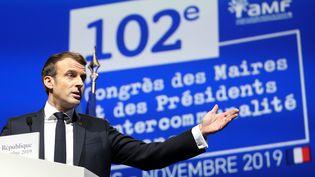 Emmanuel Macron lors de l'ouverture du 102ème Congrès des maires et des présidents d'intercommunalités de France, au Parc des expositions, à Paris, le 19 novembre 2019. (POOL/STEPHANE LEMOUTON / MAXPPP / MAXPPP)