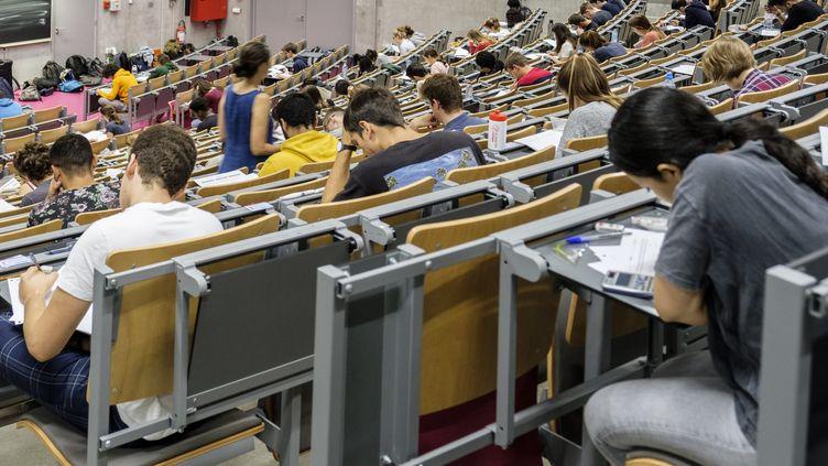 Des étudiants en partiels (photo d'illustration). (JEAN-MARC QUINET / MAXPPP)
