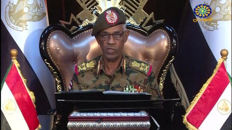 Awad Ibn Ouf, lors d'une déclaration à la télévision d'Etat, le 11 avril 2019. (SUDAN TV / AFP)