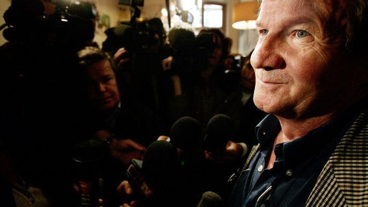 Louis-Marie Horeau, rédacteur en chef du Canard enchaîné, le 11 mai 2007 lors d'une conférence de presse à Paris. (OLIVIER LABAN-MATTEI / AFP)