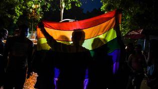 Des militants de la cause LGBt célèbrent la décision de la Cour suprême, le 6 décembre 2018. (CHANDAN KHANNA / AFP)
