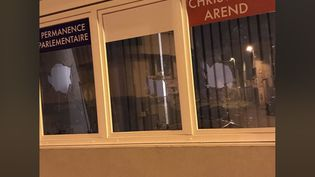 Photo postée sur le compte Twitter de Christophe Arend le 22 septembre 2022 présentant la vitrine de sa permanence. (CAPTURE D'ÉCRAN)