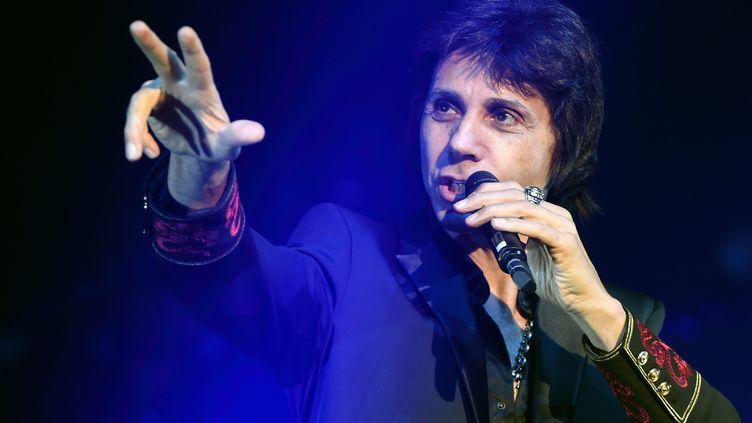 """Jean-Luc Lahaye chante au Zénith de Nancy (Meurthe-et-Moselle), le 10 décembre 2014, lors de la tournée du spectacle """"Stars 80"""". (  MAXPPP)"""