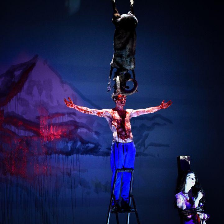 Ostermeier ajoute une satire des tics du théâtre contemporain  (Arno Declair)