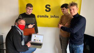 """Pierre-Loup, Matthieu et Maxence, créateurs de""""Smile Infos"""" aux côtés de Fabrice Poisblaud, le 10 février 2021 à Lille (Nord). (MATHILDE VINCENEUX / RADIO FRANCE)"""