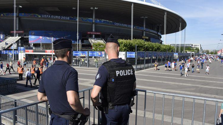 Les forces de l'ordre aux abords du Stade de France (JEAN MARIE HERVIO / DPPI MEDIA)