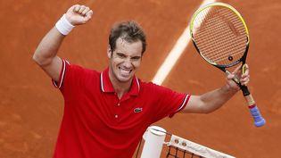 Richard Gasquet célèbre sa victoire contre Nikolay Davydenko au tournoi de Roland Garros samedi 1er juin 2013 (PATRICK KOVARIK / AFP)