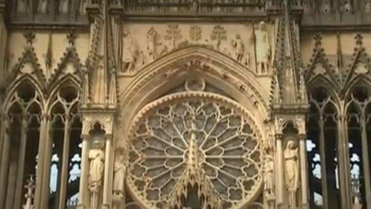 Lors de la nuit des cathédrales, samedi 11 mai, des milliers de visiteurs se sont rués à la cathédrale de Reims (Marne). Une édition particulière, un mois après l'incendie de Notre-Dame de Paris. (FRANCE 3)