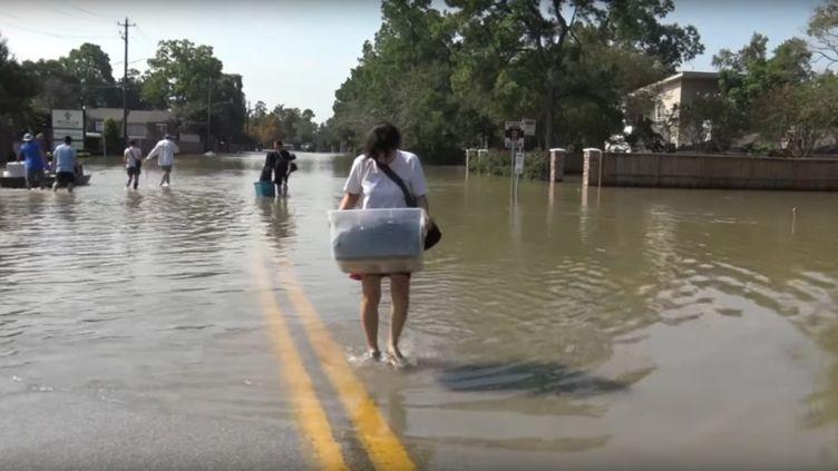Des sinistrés de la tempête Harvey, à Houston, au Texas, le 2 septembre 2017. (GILLES GALLINARO / RADIO FRANCE)