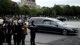 Le cercueil de Jacques Chirac arrive aux Invalides, à Paris, le 29 septembre 2019. (PHILIPPE LOPEZ / AFP)