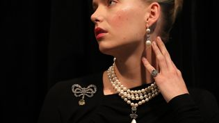 Des bijoux de Marie-Antoinette vont être mis aux enchères à Genève, le 14 novembre 2018. (Daniel LEAL-OLIVAS / AFP)
