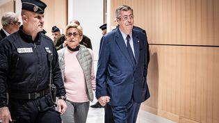 Patrick et Isabelle Balkany arrivent au tribunal correctionnel de Paris, le 13 septembre 2019. (NICOLAS CLEUET / HANS LUCAS / AFP)