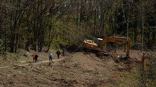 Le site des fouilles pour retrouver le corps d'Estelle Mouzin, le 26 juin 2021 à Issancourt-et-Rumel. (KAREN KUBENA / MAXPPP)