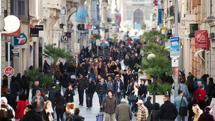 La rue commerçante de Saint-Ferreol à Marseille (illustration). (BERTRAND LANGLOIS / AFP)