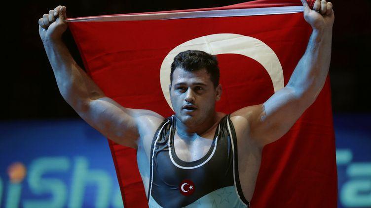 Le lutteur turc Riza Kayaalp.  (THOMAS SAMSON / AFP)