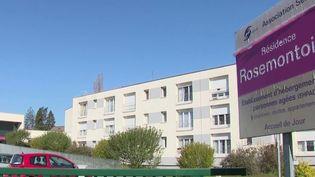 Près de Belfort (Territoire de Belfort), après le décès de 17 résidents liés au coronavirus Covid-19, la direction d'un Ehpad vient d'être écartée, lundi 6 avril, dessaisie de ses fonctions. (FRANCE 2)