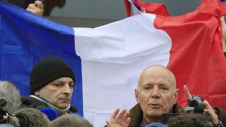 (Le général Piquemal lors de la manifestation anti-migrants à Calais © Pascal Rossignol / Reuters)