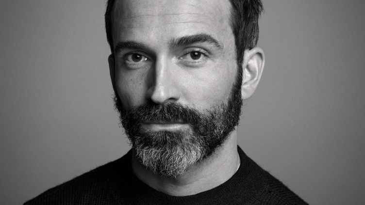 Daniel Roseberry, directeur artistique de la maison Schiaparelli (INEZ & VINOODH)