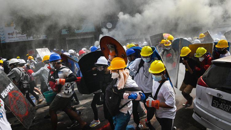 Des manifestants dans les rues de Rangoun, en Birmanie, le 3 mars 2021. (AFP)