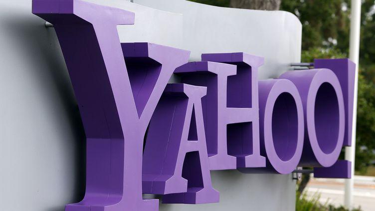 Le logo de Yahoo! au siège du groupe américain, à Sunnyvale (Californie, Etats-Unis), le 17 juillet 2012. (JUSTIN SULLIVAN / GETTY IMAGES NORTH AMERICA / AFP)