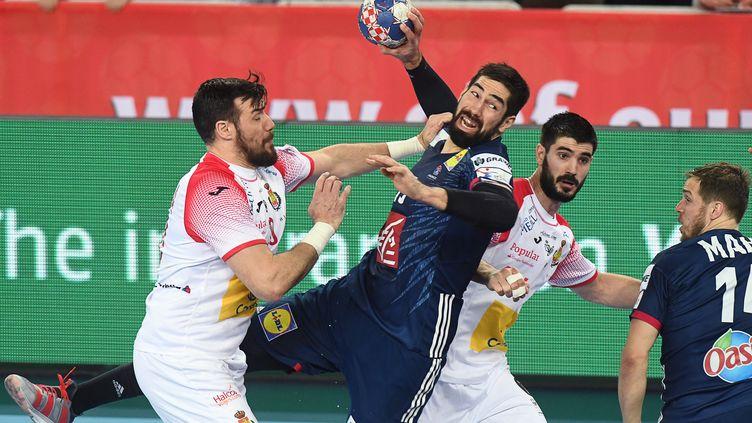 Karabatic pris entre deux joueurs (AFP)