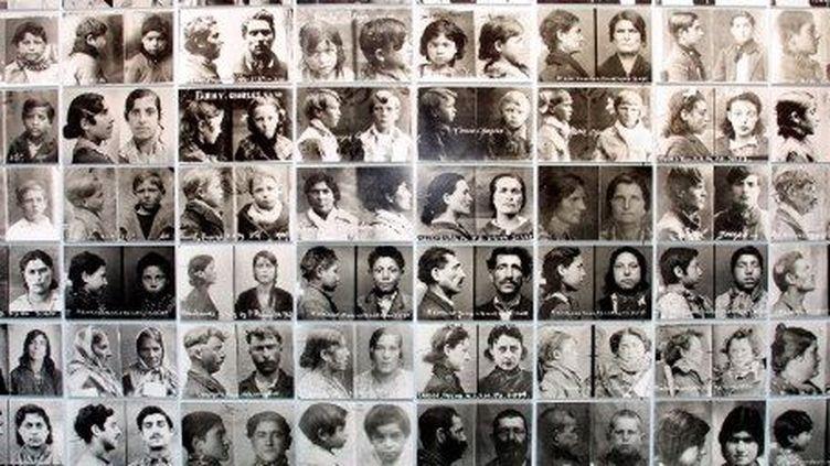Des photos anthropométriques de Tsiganes datant de 1942  (AFP/GERARD JULIEN)