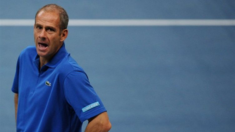 Le masque de Guy Forget, capitaine de l'équipe de France de Coupe Davis (DIMITAR DILKOFF / AFP)