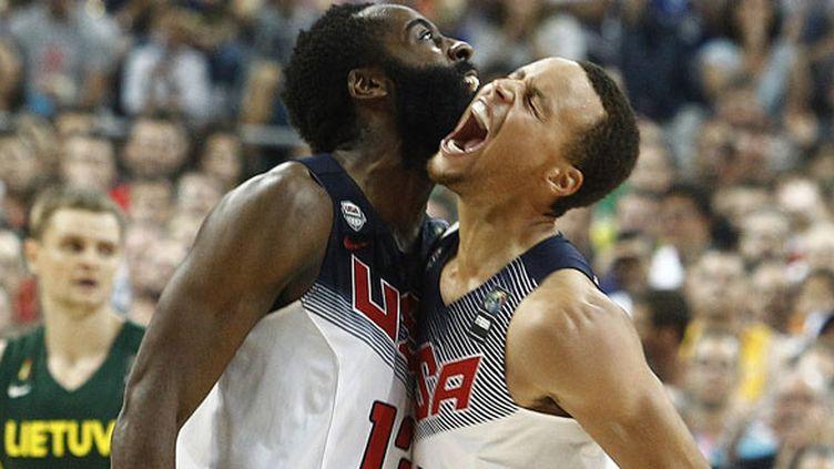 Les deux basketteurs du Team USA, James Harden et Stephen Curry