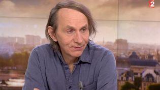 Michel Houellebecq dans le journal de 20 heures de France 2, le 6 janvier 2015. (FRANCE 2)