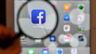 """Sortant d'un long silence, le patron de Facebook, Mark Zuckerberg a reconnu des """"erreurs"""" après des jours de polémique autour de l'utilisation indue de données personnelles de millions d'utilisateurs par la firme britannique Cambridge Analytica. (LUIS ACOSTA / AFP)"""